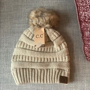 Beanie / Pom Pom Hat / Faux Fur / Tuke ✨NWT✨